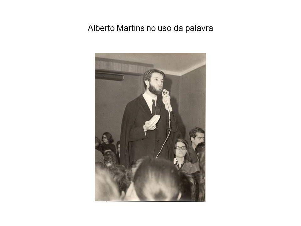 Alberto Martins no uso da palavra
