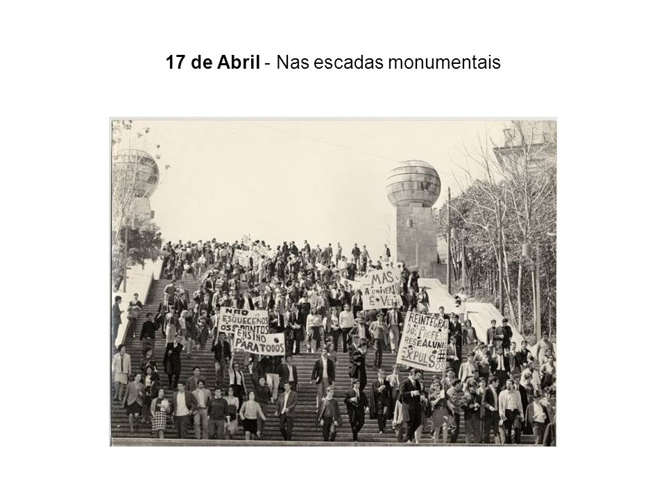 17 de Abril - Nas escadas monumentais