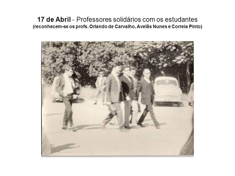 17 de Abril - Professores solidários com os estudantes (reconhecem-se os profs. Orlando de Carvalho, Avelãs Nunes e Correia Pinto)
