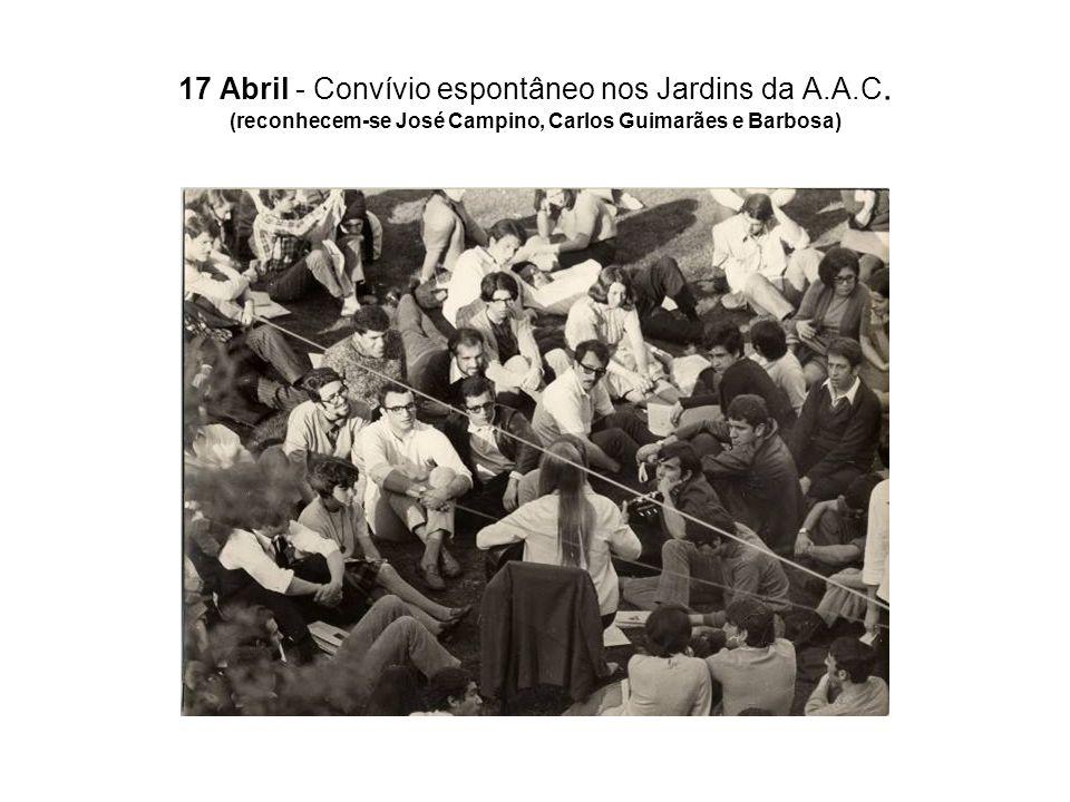 17 Abril - Convívio espontâneo nos Jardins da A.A.C. (reconhecem-se José Campino, Carlos Guimarães e Barbosa)