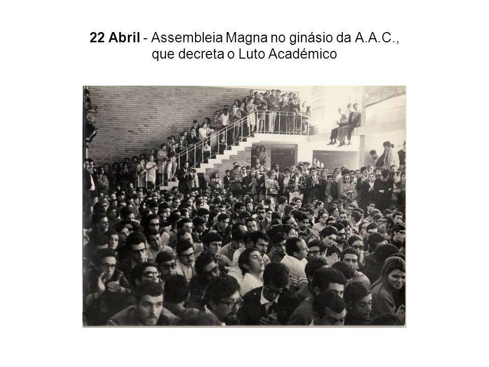22 Abril - Assembleia Magna no ginásio da A.A.C., que decreta o Luto Académico