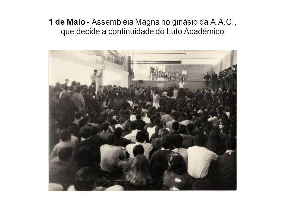 1 de Maio - Assembleia Magna no ginásio da A.A.C., que decide a continuidade do Luto Académico