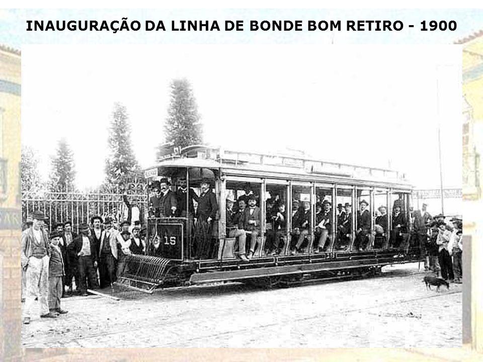COLOCAÇÃO DOS TRILHOS DE BONDE NA R. DIREITA - 1900