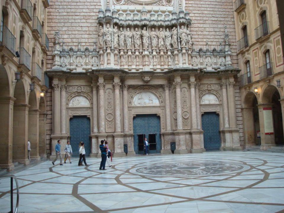 O Mosteiro beneditino de Monserrat, com quase mil anos ao serviço de peregrinos e visitantes, acolhe também o Santuário de N.ª Senhora de Montserrat, patrona da Catalunha.
