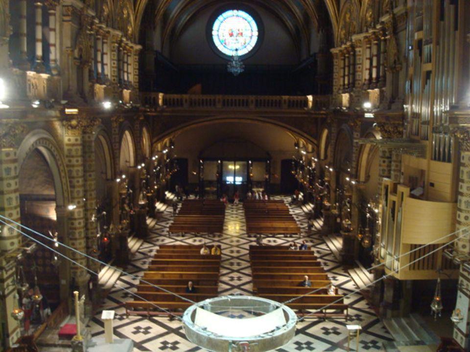 O interior da igreja foi restaurado depois de ter sido destruído pelas tropas napoleónicas em 1811