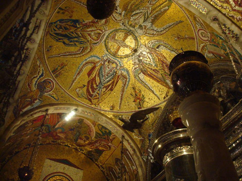 A imagem muito venerada da Virgem de Montserrat é conhecida pelo nome de Morenita (a Virgem Negra).