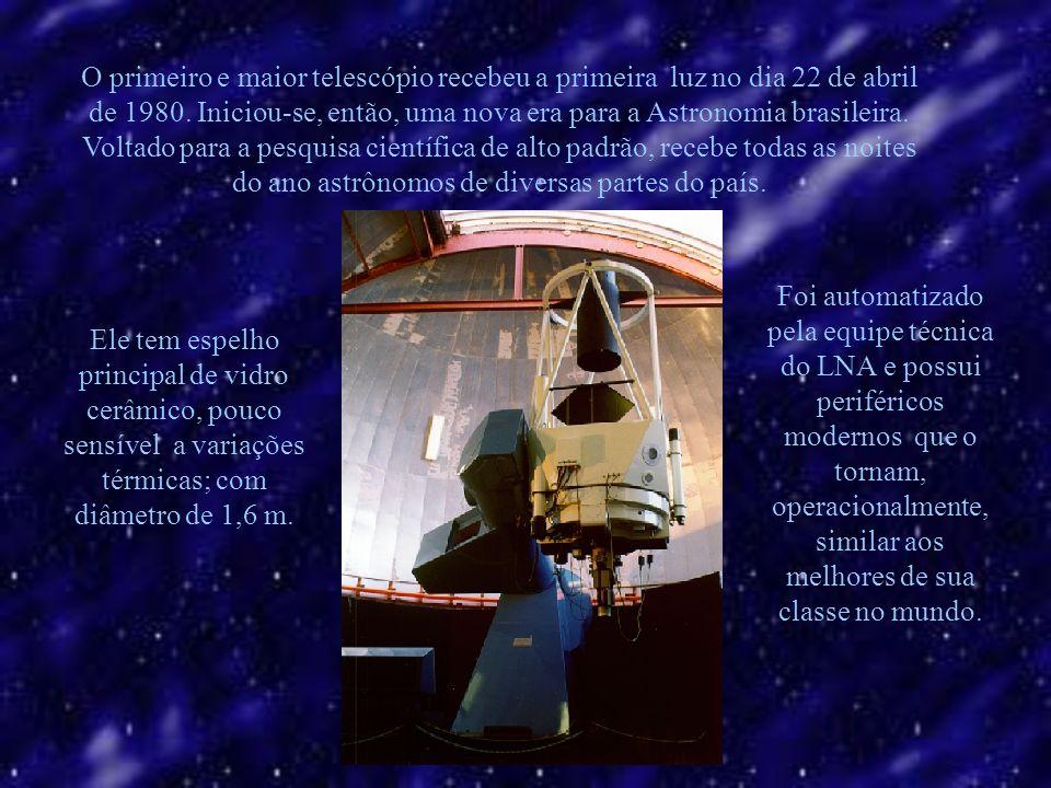 O primeiro e maior telescópio recebeu a primeira luz no dia 22 de abril de 1980.