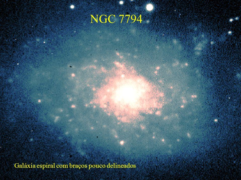 NGC 7794 Galáxia espiral com braços pouco delineados