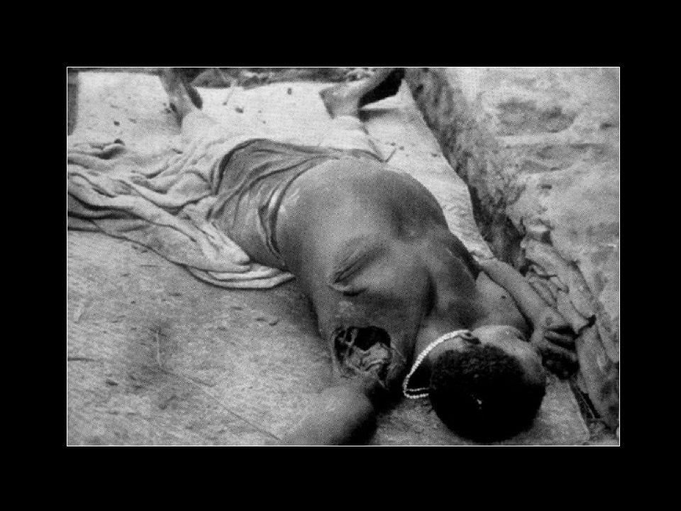 Norte de Angola 1961 A 15 de Março de 1961 a UPA comandada por Holden Roberto atacou cobardemente no Norte de Angola comerciantes e fazendeiros de café indefesos e os seus trabalhadores bailundos chassinando-os a golpes de catana violando as suas mulhes e filhas e as crianças esquartejadas com requinte de selvejaria nunca antes vista..