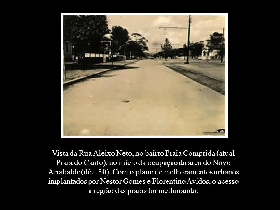Vista da Rua Aleixo Neto, no bairro Praia Comprida (atual Praia do Canto), no início da ocupação da área do Novo Arrabalde (déc. 30). Com o plano de m