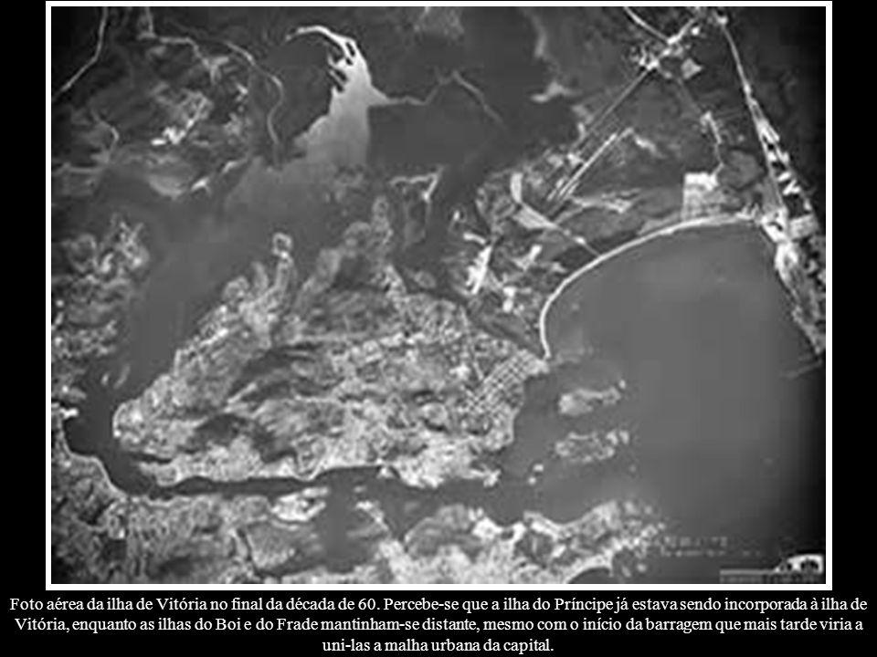 Foto aérea da ilha de Vitória no final da década de 60. Percebe-se que a ilha do Príncipe já estava sendo incorporada à ilha de Vitória, enquanto as i