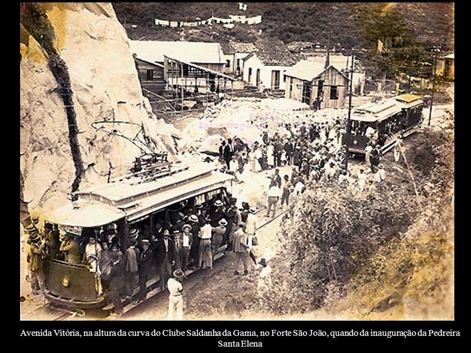 Avenida Vitória, na altura da curva do Clube Saldanha da Gama, no Forte São João, quando da inauguração da Pedreira Santa Elena