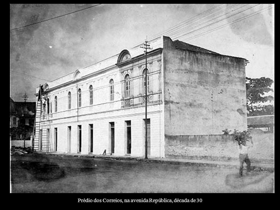 Prédio dos Correios, na avenida República, década de 30