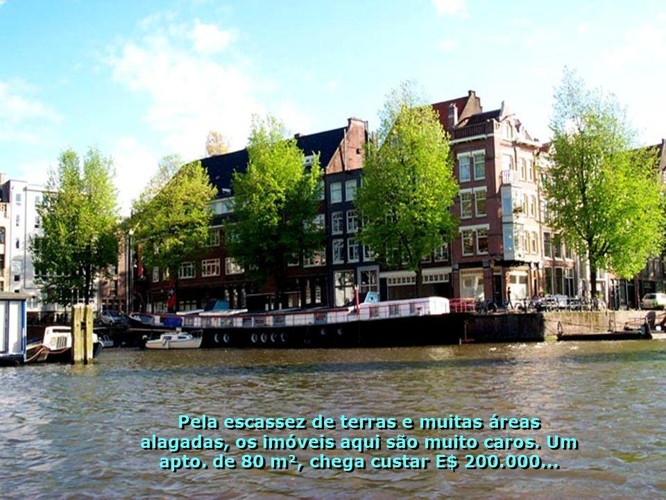 Barcos casas, sim casas de moradias montadas em barcos Barcos Casas, sim, moradias em barcos, famílias que vivem com muito conforto e requinte em casas montadas sobre seus barcos.