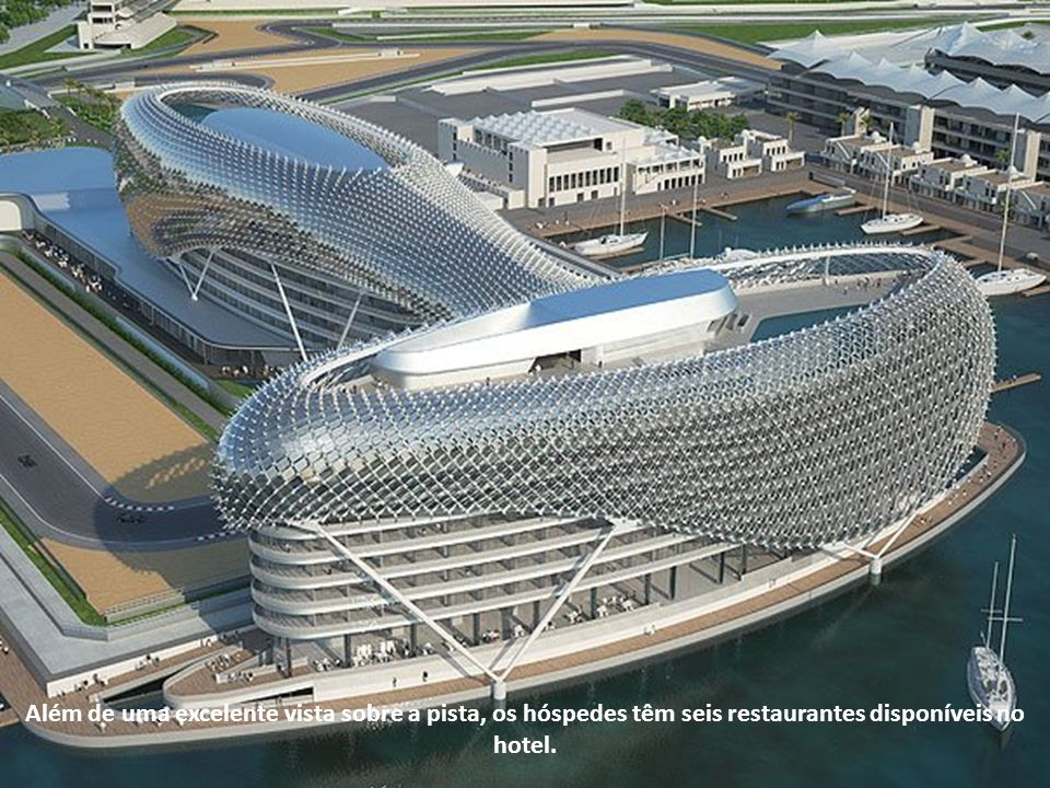 Além de uma excelente vista sobre a pista, os hóspedes têm seis restaurantes disponíveis no hotel.