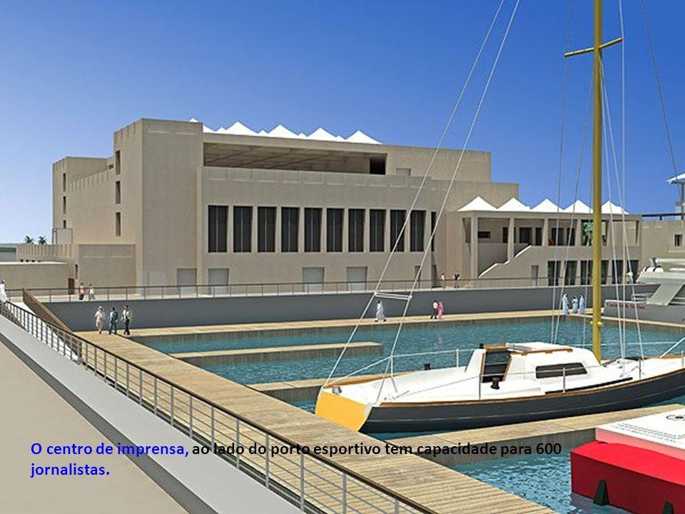 O centro de imprensa, ao lado do porto esportivo tem capacidade para 600 jornalistas.
