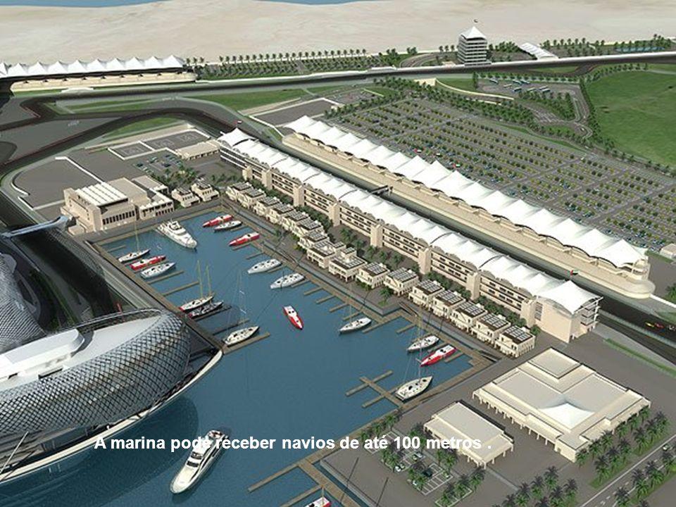 A marina pode receber navios de até 100 metros.