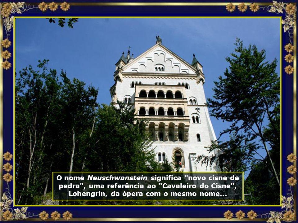 Foi construído pelo Rei Ludwig II, da Baviera, no século XIX, inspirado na obra de seu amigo e protegido, o grande compositor Richard Wagner...