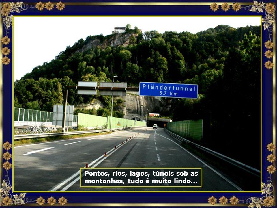 Pontes, rios, lagos, túneis sob as montanhas, tudo é muito lindo...