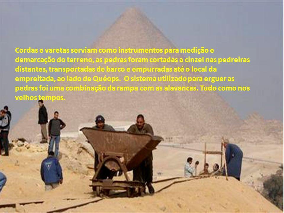 Foi com essa intenção que, em 1944, um grupo de arqueólogos tentou construir uma réplica da pirâmide, sem usar a tecnologia moderna, nem mesmo a roda,