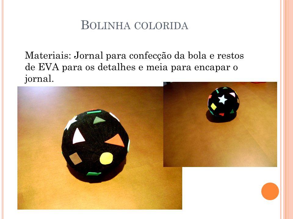 B OLINHA COLORIDA Materiais: Jornal para confecção da bola e restos de EVA para os detalhes e meia para encapar o jornal.