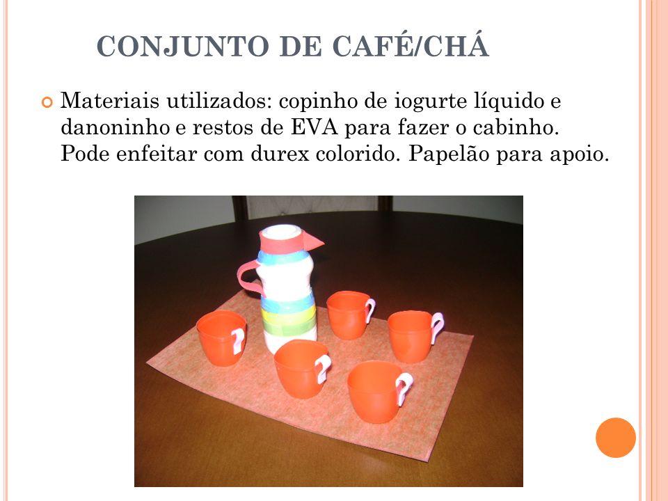 CONJUNTO DE CAFÉ/CHÁ Materiais utilizados: copinho de iogurte líquido e danoninho e restos de EVA para fazer o cabinho. Pode enfeitar com durex colori