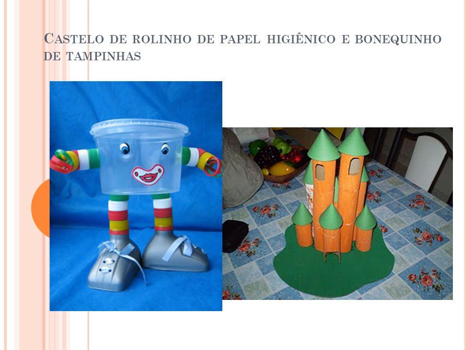 C ASTELO DE ROLINHO DE PAPEL HIGIÊNICO E BONEQUINHO DE TAMPINHAS