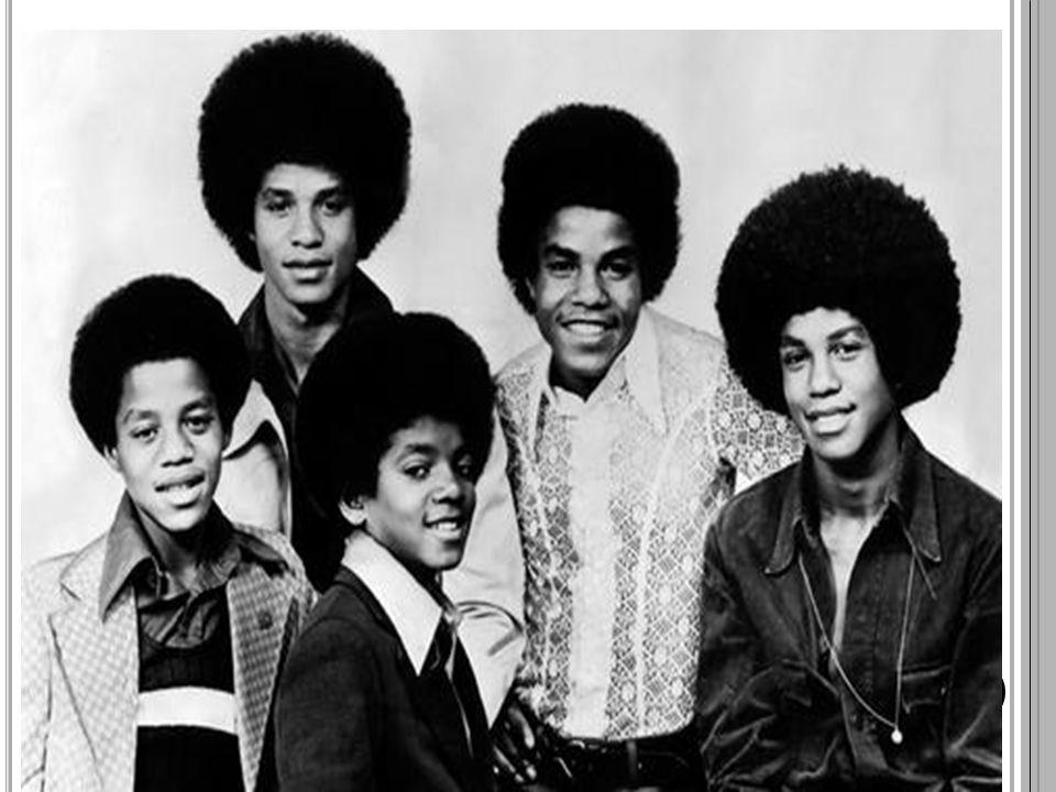 Cantor, compositor, empresário, dançarino, produtor, arranjador vocal e filantropo; Off the Wall (1979), Thriller (1982), Bad (1987), Dangerous (1991) e History (1995) – os álbuns mais vendidos de todos os tempos; Em vida arrecadou cerca de 7 bilhões de dólares (o artista mais rico de toda história); Thriller – O álbum mais vendido e popular da história; Criador de um estilo totalmente novo de dança; Suas canções influenciaram uma série de artistas nos ramos do hip hop, pop, R&B e rock; Guiness Book: O maior artista de todos os tempos.; 15 Grammys e 41 canções no topo das paradas.
