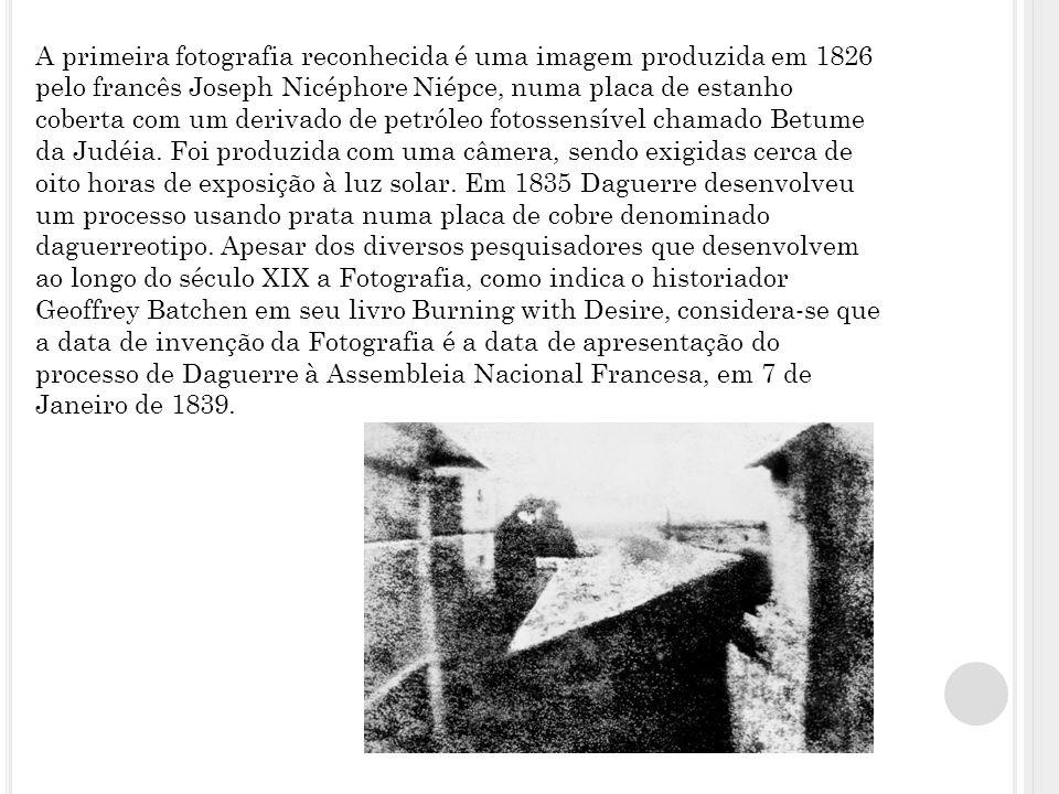 A primeira fotografia reconhecida é uma imagem produzida em 1826 pelo francês Joseph Nicéphore Niépce, numa placa de estanho coberta com um derivado d
