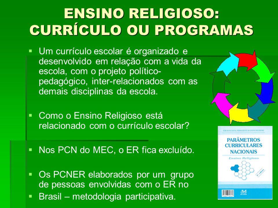 Um currículo escolar é organizado e desenvolvido em relação com a vida da escola, com o projeto político- pedagógico, inter-relacionados com as demais
