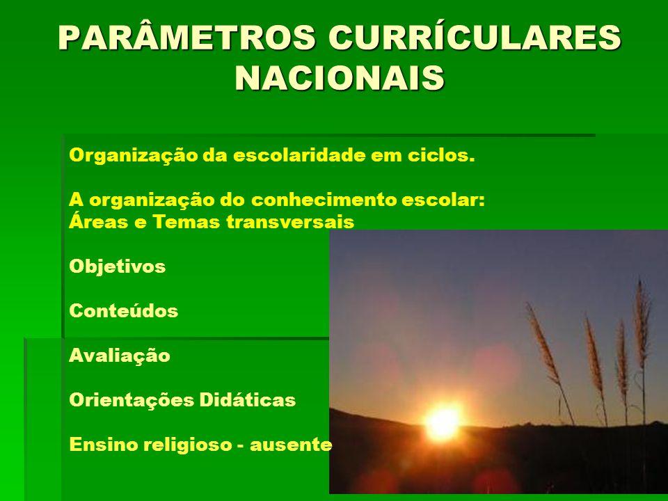 PARÂMETROS CURRÍCULARES NACIONAIS Organização da escolaridade em ciclos. A organização do conhecimento escolar: Áreas e Temas transversais Objetivos C