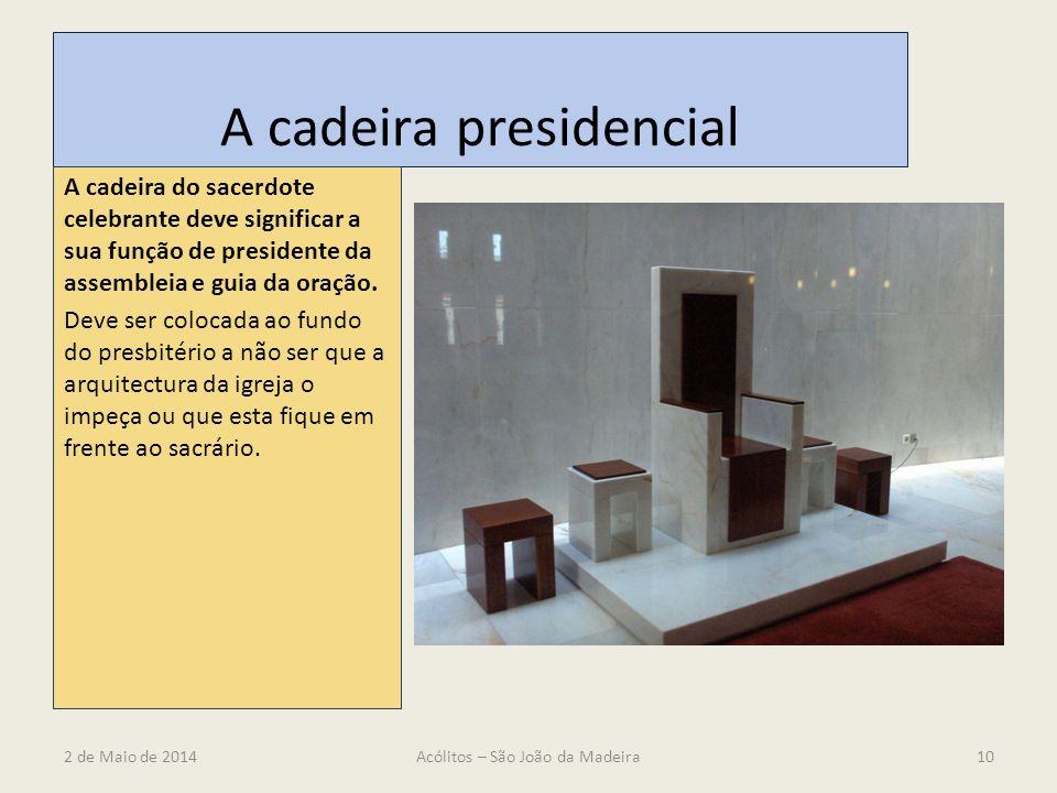 A cadeira presidencial A cadeira do sacerdote celebrante deve significar a sua função de presidente da assembleia e guia da oração. Deve ser colocada