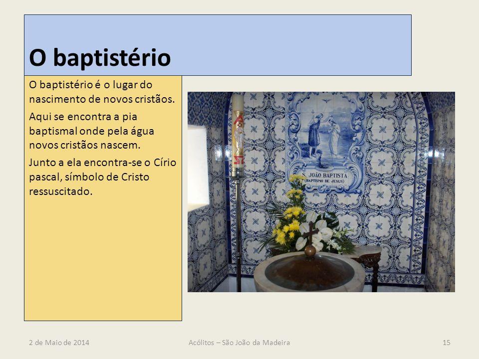 O baptistério O baptistério é o lugar do nascimento de novos cristãos. Aqui se encontra a pia baptismal onde pela água novos cristãos nascem. Junto a