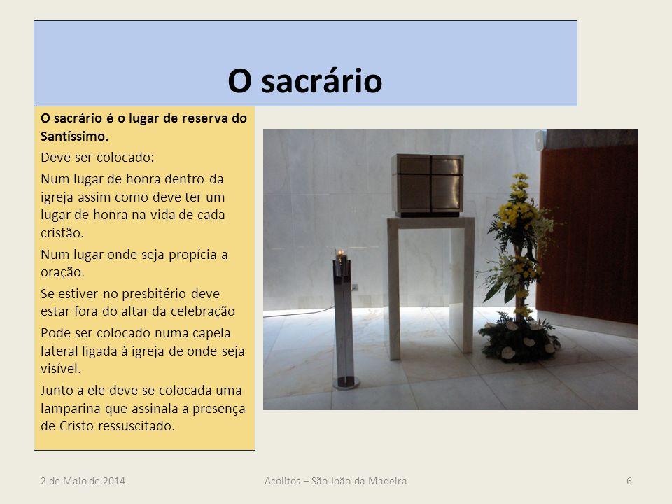 O sacrário O sacrário é o lugar de reserva do Santíssimo. Deve ser colocado: Num lugar de honra dentro da igreja assim como deve ter um lugar de honra