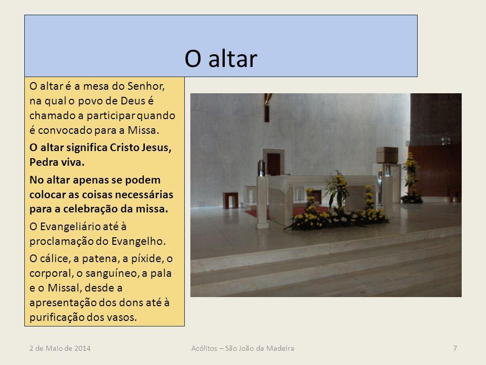 O altar O altar é a mesa do Senhor, na qual o povo de Deus é chamado a participar quando é convocado para a Missa. O altar significa Cristo Jesus, Ped