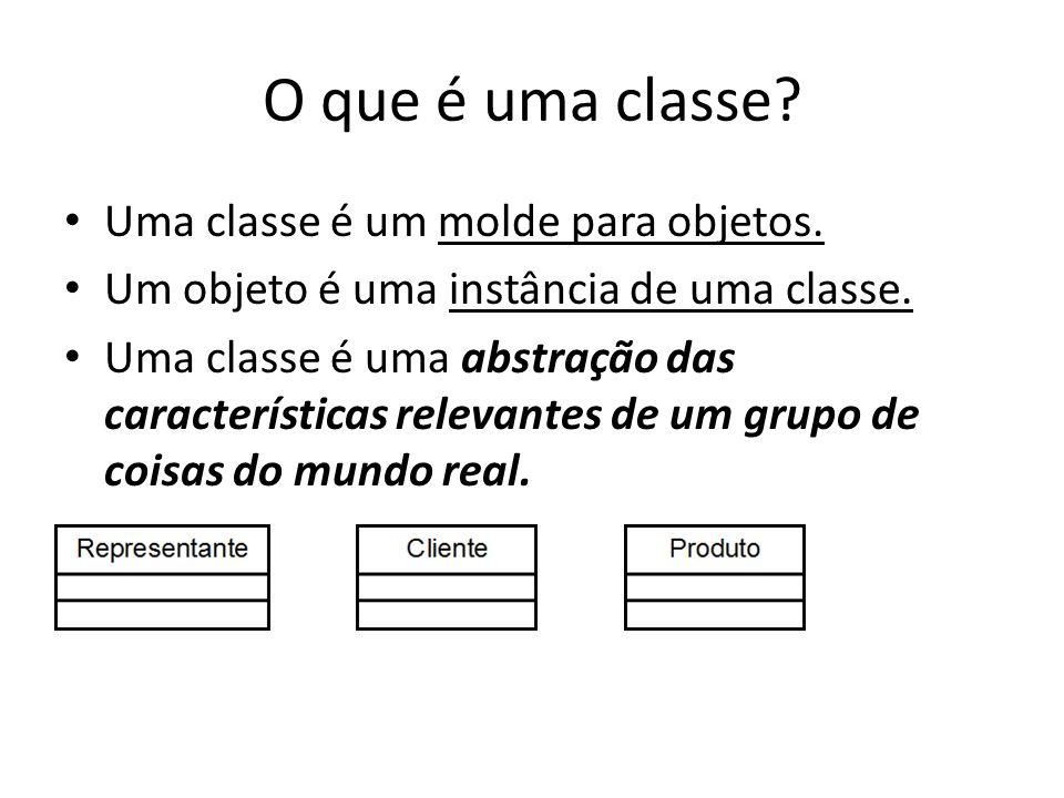 O que é uma classe? Uma classe é um molde para objetos. Um objeto é uma instância de uma classe. Uma classe é uma abstração das características releva