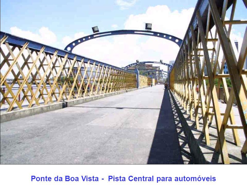 Ao fundo a ponte Duarte Coelho Em primeiro plano o início da Ponte Velha
