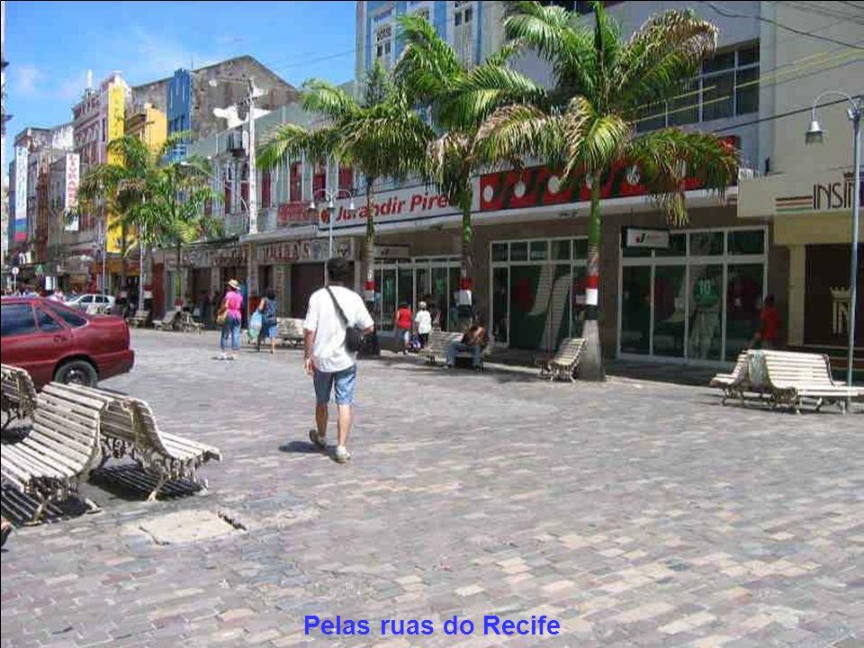 Pelas ruas do Recife Pernambuco Produzido por: Arnaldo Temporal E-mail: arnaldotemporal@gmail.comarnaldotemporal@gmail.com Visite a minha página: http://www.arnaldotemporal.xpg.com.br Fotos por: Cleber Rodrigues FigueiredoCleber Rodrigues Figueiredo Respeite o direito autoral Aniversário do Recife, 12 de março de 2007