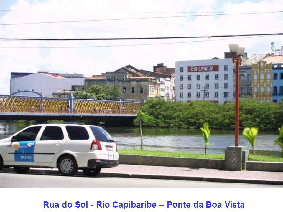 Rua do Sol em primeiro plano e Ponte da Boa Vista