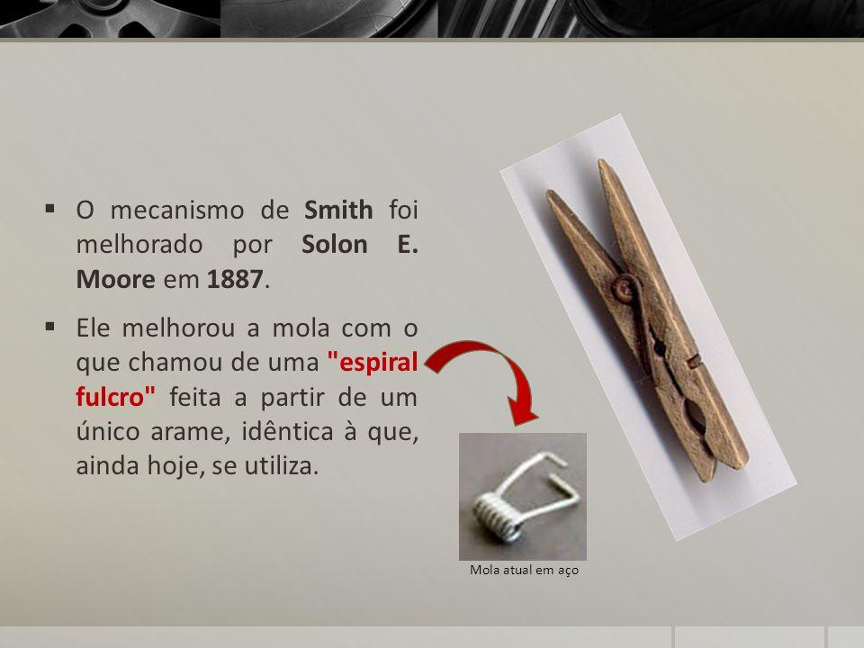 O mecanismo de Smith foi melhorado por Solon E. Moore em 1887. Ele melhorou a mola com o que chamou de uma