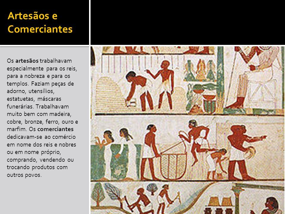 Artesãos e Comerciantes Os artesãos trabalhavam especialmente para os reis, para a nobreza e para os templos. Faziam peças de adorno, utensílios, esta