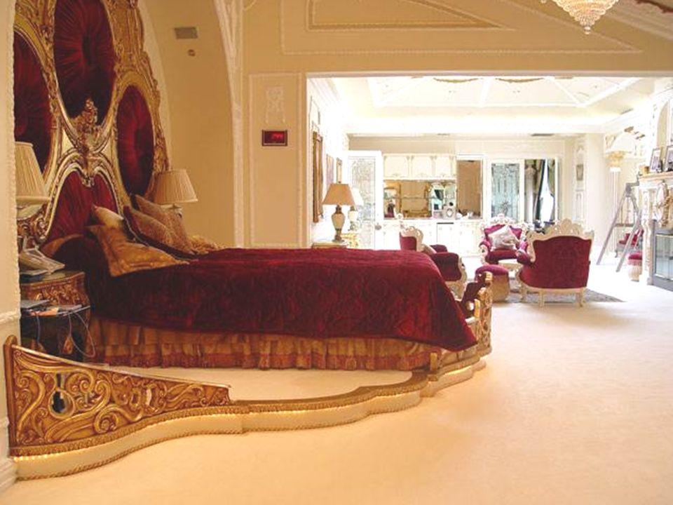 Já adivinhou? Uma pergunta mais: Esta suntuosa mansão pertence a: 2 - Um príncipe saudita? Nota: Continuemos vendo as fotos...