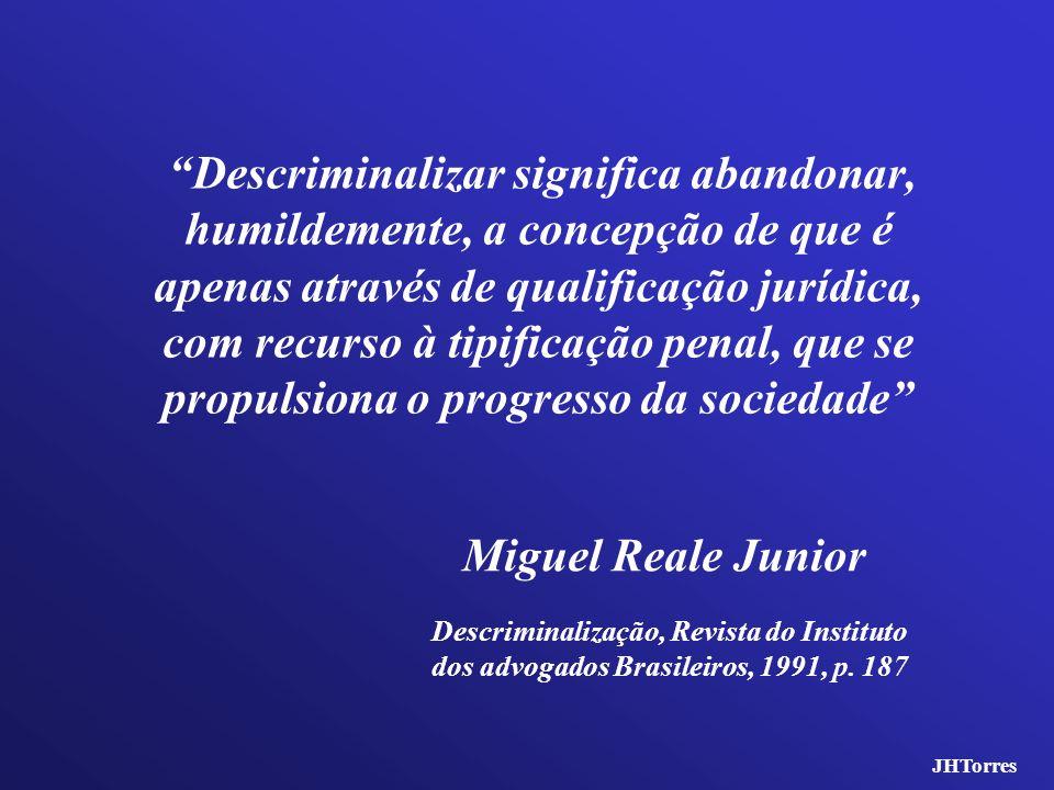 Descriminalizar significa abandonar, humildemente, a concepção de que é apenas através de qualificação jurídica, com recurso à tipificação penal, que