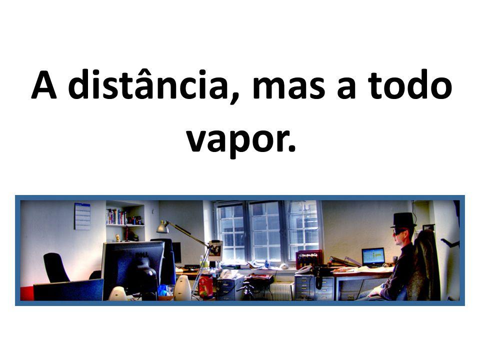 A distância, mas a todo vapor.