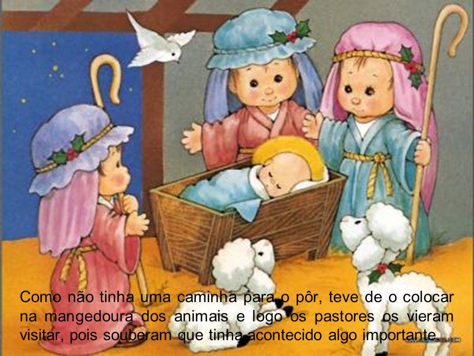 Ordena as frases E o Pai Natal aparece para colocar os presentes debaixo da árvore Em Belém não havia quartos em nenhuma estalagem.
