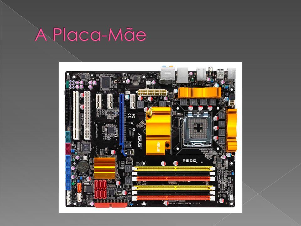 Sendo o processador o cérebro do computador, pode-se dizer que a PLACA MÃE è a espinha dorsal, é através dela que o processador se comunica com os demais periféricos