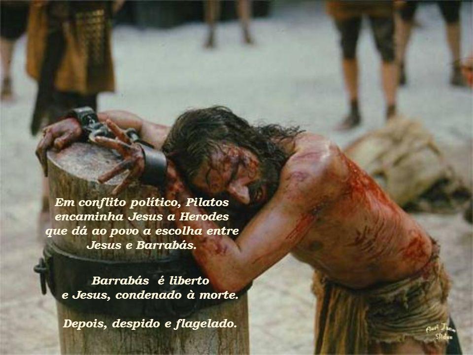 Dirigindo-se à multidão, exclamou Pilatos: Seja crucificado, responderam todos.