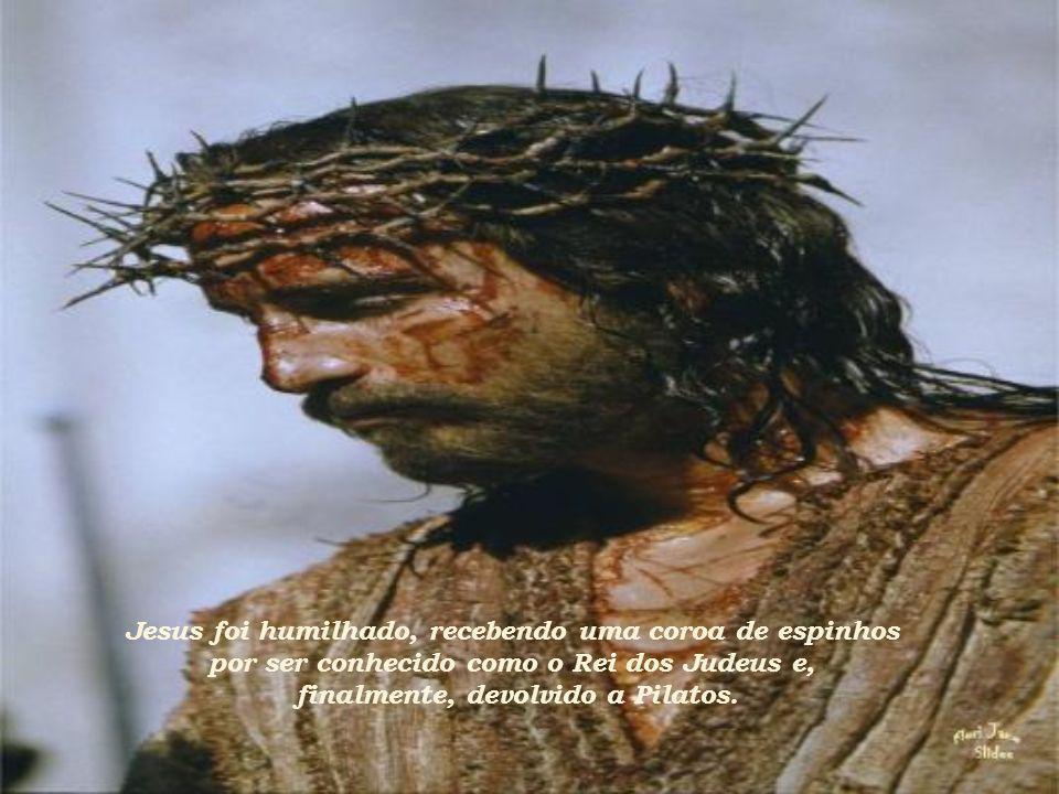 Em conflito político, Pilatos encaminha Jesus a Herodes que dá ao povo a escolha entre Jesus e Barrabás.