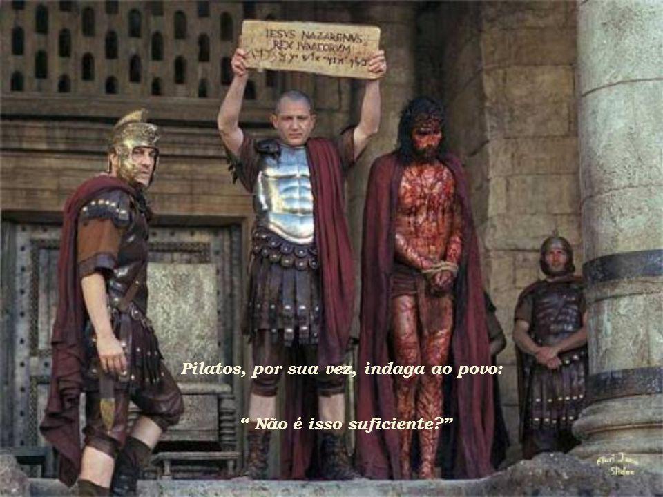 Jesus foi humilhado, recebendo uma coroa de espinhos por ser conhecido como o Rei dos Judeus e, finalmente, devolvido a Pilatos.