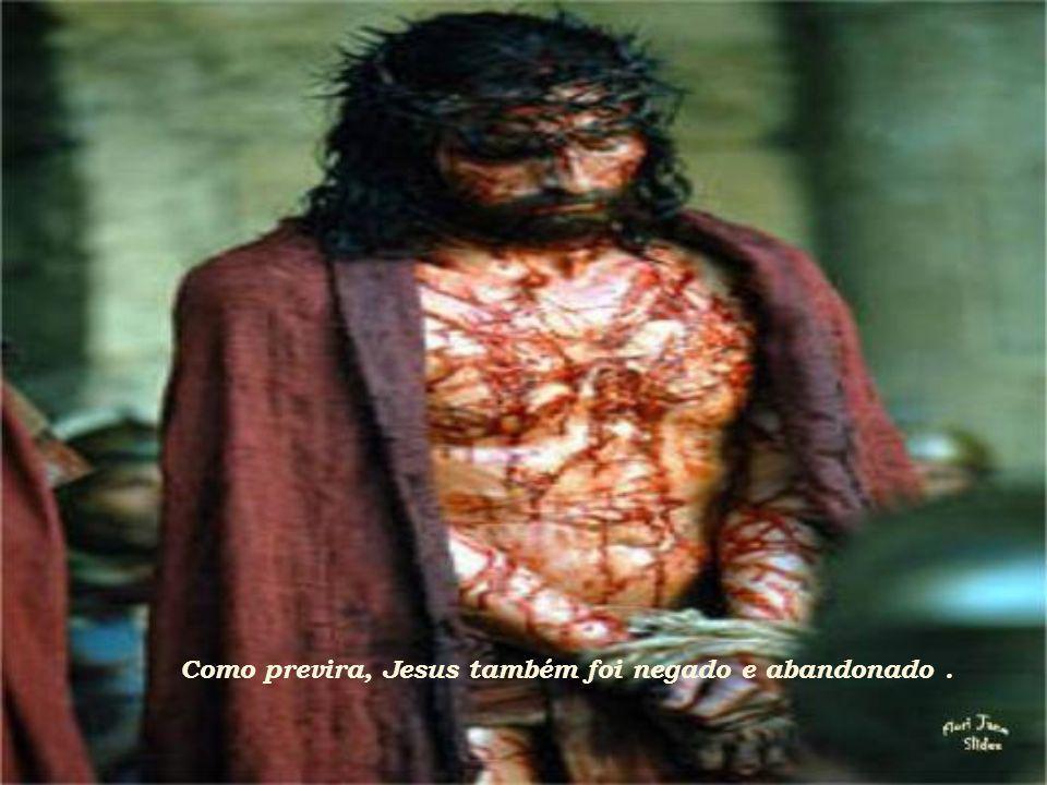 E lava as mãos, ordenando que se atenda ao desejo da multidão, dizendo: Eu sou inocente do sangue deste justo.